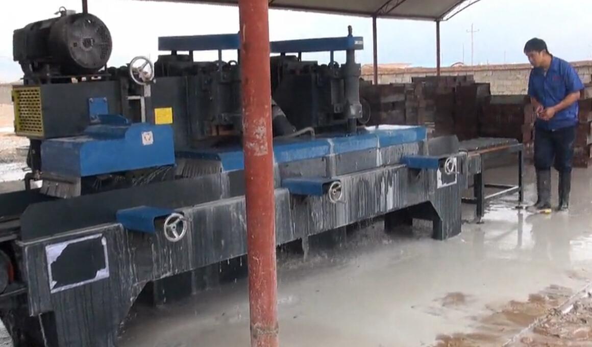 路沿石路面砖加工机器调试视频