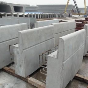 高铁遮板钢模具施工案例图片