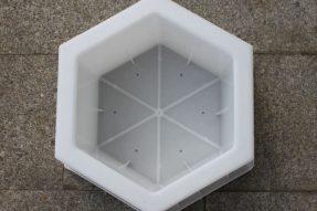 六棱块护坡砖塑料模具在水利建设中的应用