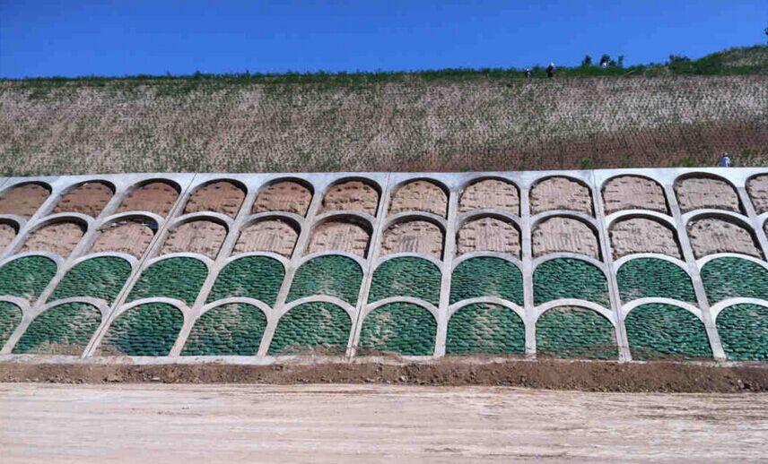 拱形护坡砖模具施工案例图