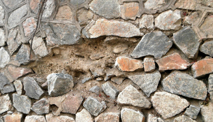 石块衬砌护坡