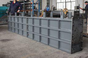 钢制混凝土挡土墙模具双栏片组合设计