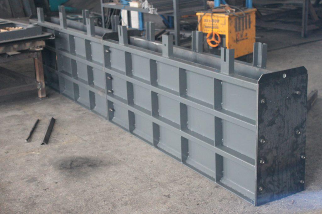 挡渣墙钢模具成品组装