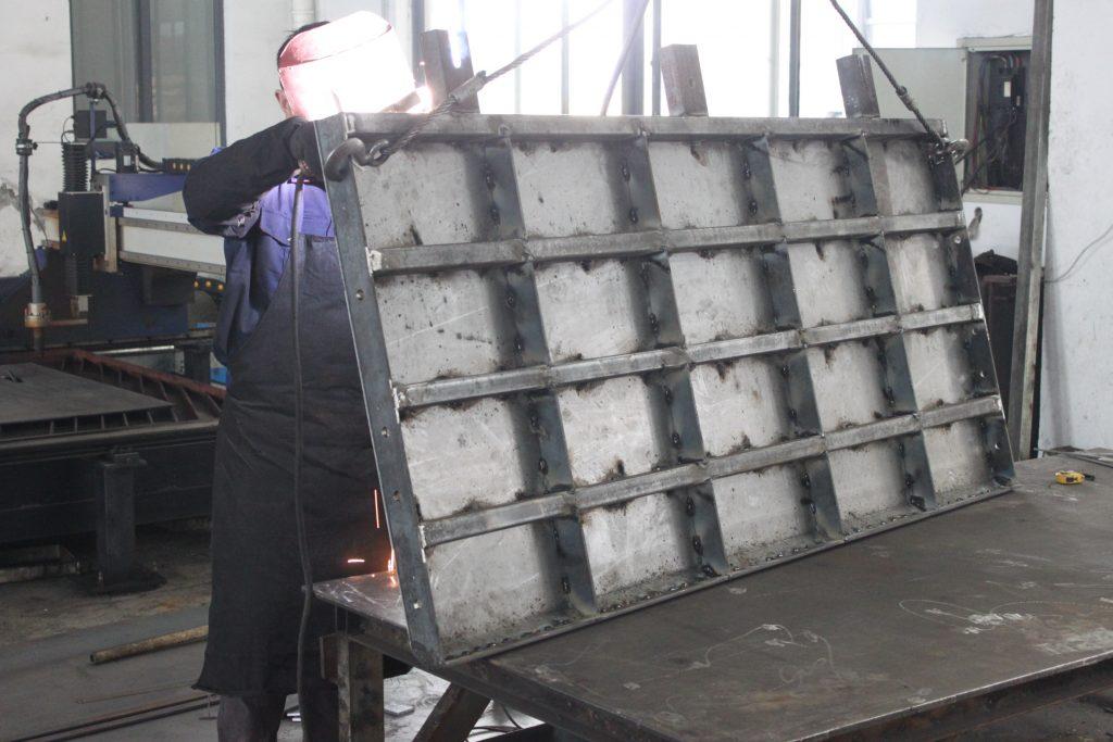 水泥挡渣墙钢模具焊接