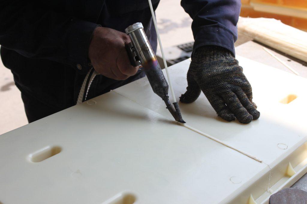 手工焊接RPC盖板模具焊过程