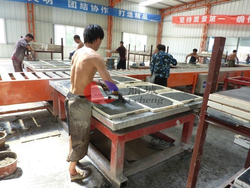 混凝土盖板浇筑抹平过程