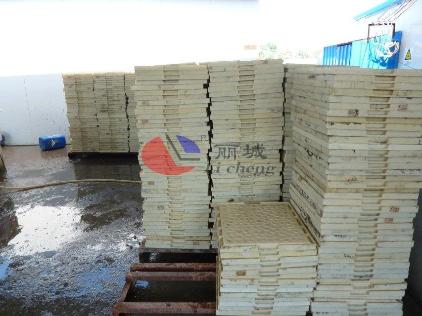 混凝土盖板浇筑模具堆放过程