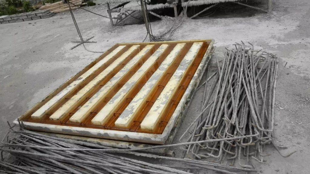 混凝土盖板浇筑过程中模具变形