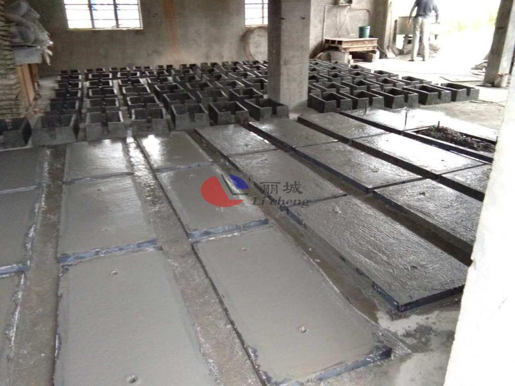 水泥护坡砌块模具浇筑施工技术探讨