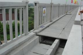 夏季水泥护栏施工技术措施