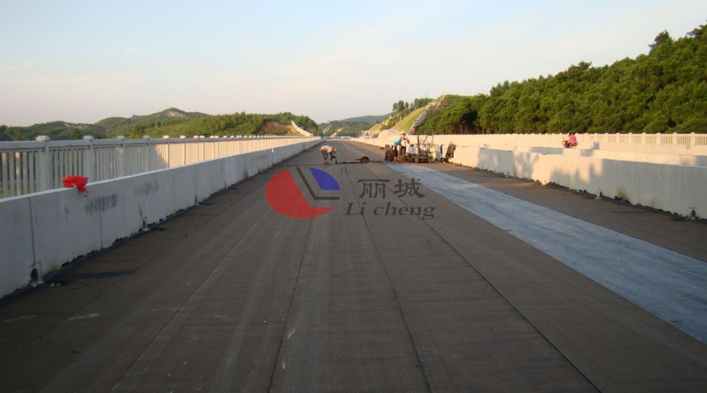 铁路路基防护栅栏模具防水系统